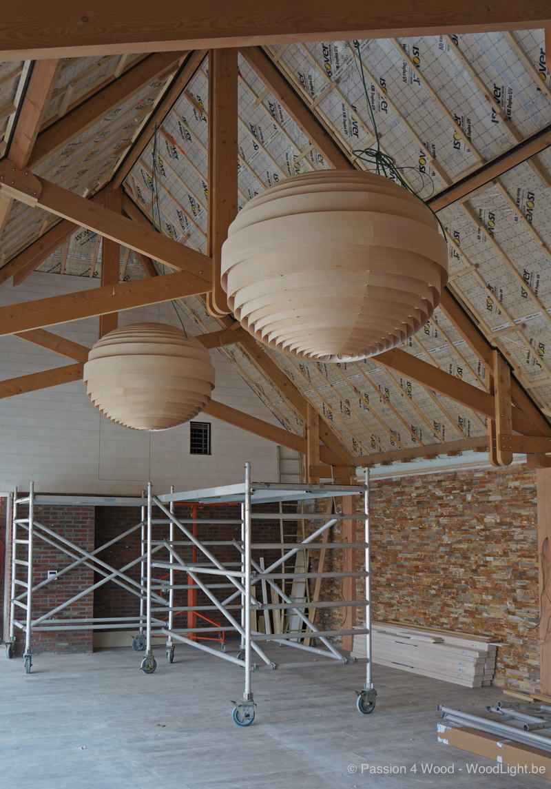 Big sphere lamps in maple wood - installation