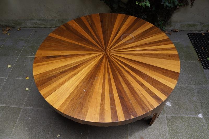 Houten tafels van massief notenhout