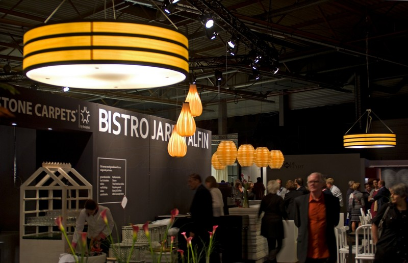 Pendal lighting in wood veneer in bistro above bar and tables in BIS expo_-_7