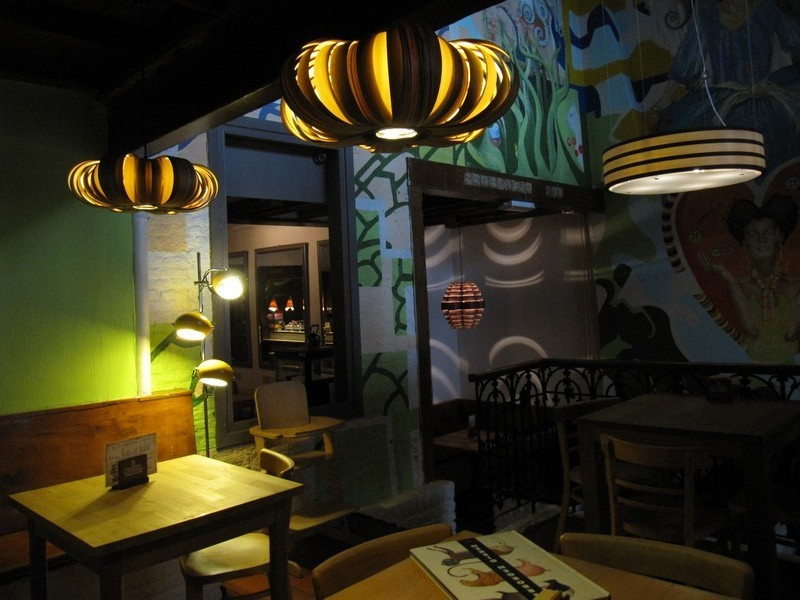 Passion_4_Wood_-_houten_design_verlichting_-_design_lights_in_wood_-_in_boho_cafe_en_naaiatelier_in_gent__24