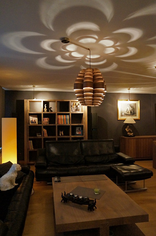 Hanglamp in walnoot hout in living