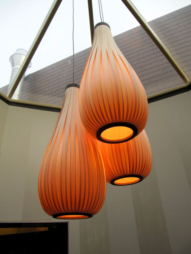 Passion 4 Wood : 3 hang lamp type rain drops in rozenhout Restaurant La Muse