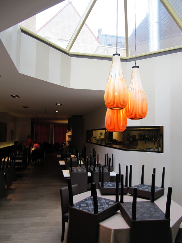 Passion 4 Wood : 3 hanglights - rain drops rose hout  Restaurant La Muse