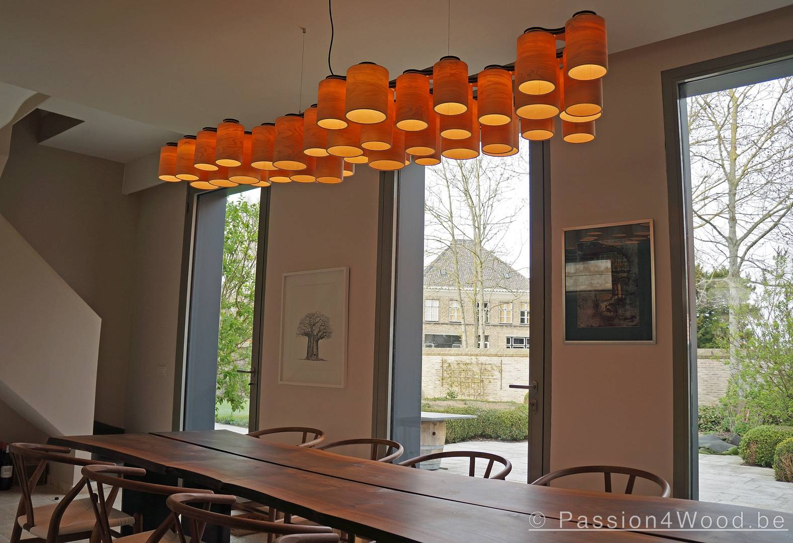 carillon_lamp___39_tubes_with_client_above_table_in_walnut_wood__2_1574081086.jpg