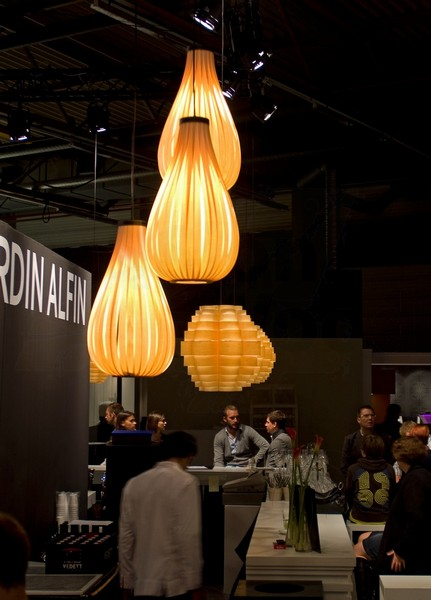 Pendal lighting in wood veneer in bistro above bar and tables in BIS expo_-_4